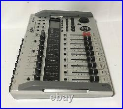 ZOOM R24 Digital Multitrack Recorder 24-track SimultaneousNear Mint From JAPAN
